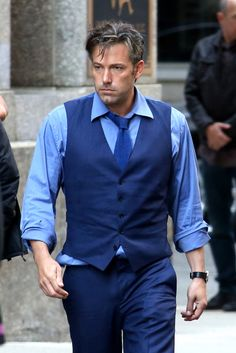 """First look of Ben Affleck as Bruce Wayne on the set of """"Batman v Superman: Dawn of Justice"""" **NO WEB UNTIL 9AM PST 08/12/2014** *MUST CALL F..."""