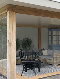 Tuinkamer - Beuningen | Binnenkijken Interieuradvies Outdoor Pergola, Diy Pergola, Outdoor Lounge, Gazebo, Luxury Interior Design, Interior Architecture, Garden Design, House Design, Enclosed Patio