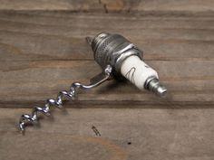 Korkenzieher aus alter Zündkerze ♥ Stahlkunst-Purrer.de Alter, Metal, Home Bar Furniture, Steel Art, Corks, Great Gifts, Metals