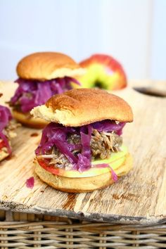 Cider-Roasted Pulled Pork Sliders with Braised Red Cabbage and Crisp Apples (sliders party pulled pork) Copycat Recipes, Pork Recipes, Fall Recipes, Great Recipes, Favorite Recipes, Pulled Pork Roast, Pulled Pork Sliders, Apple Sandwich, Braised Red Cabbage