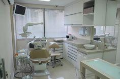 consultorio odontologico pequeno - Pesquisa Google Dental Office Decor, Medical Office Design, Office Interior Design, Dental Clinic Logo, Dentist Clinic, Dental Design, Clinic Design, Dental Art, Dental Cabinet