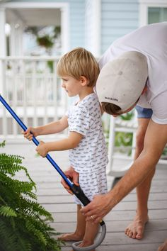 how to get big healthy ferns - Megan Stokes Hanging Ferns, Hanging Plants Outdoor, Plants For Hanging Baskets, Indoor Plants, Porch Plants, House Plants, Backyard Sheds, Backyard Landscaping, Lawn And Garden