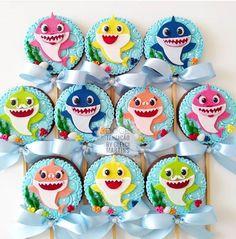 Inspire sua Festa ® | Blog sobre festas e maternidade Girl Birthday Cupcakes, Shark Birthday Cakes, Baby Boy 1st Birthday Party, Birthday Party Themes, Shark Party Decorations, Baby Shark Doo Doo, Grade 3, Ideas, Baby Boy Birthday