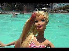 Barbie vida de Sereia (das Pérolas) (boneca), e crianças brincando  (mui...