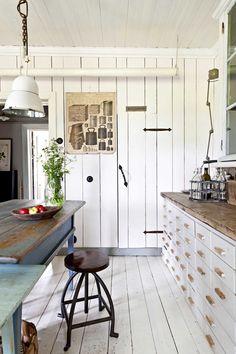 kuva Beach House Kitchens, Cottage Kitchens, Cottage Homes, Shabby Chic, Shabby Cottage, Kitchen Interior, Kitchen Design, Scandi Home, Multipurpose Room