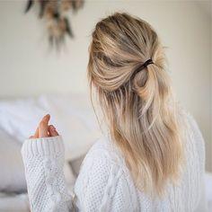 Half Up Messy Bun – Hairstyles How To - Frisuren Messy Bun Hairstyles, Messy Hairstyles, Pretty Hairstyles, Half Pony Hairstyles, Layered Hairstyle, Medium Hairstyle, Fashion Hairstyles, Messy Updo, Blonde Hairstyles