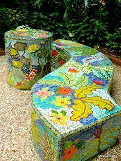 Resultado de imagen para bancas de parque en mosaico