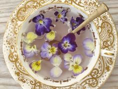 Delicious flavours from your own garden Amazing Flowers, Natural Remedies, Serving Bowls, Etsy Seller, Decorative Plates, Herbs, Tableware, Handmade Gifts, Backyard