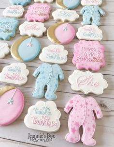 Twinkle twinkle little star theme Gender Reveal Cookies, Gender Reveal Themes, Gender Reveal Party Decorations, Baby Gender Reveal Party, Gender Party, Idee Baby Shower, Baby Shower Cookies, Baby Cookies, Sugar Cookies