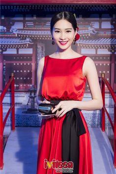 Hoa hậu Thu Thảo thu hút fan lớn tuổi nhờ đổi style màu nóng - http://www.iviteen.com/hoa-hau-thu-thao-thu-hut-fan-lon-tuoi-nho-doi-style-mau-nong/ Dù xuất hiện với trang phục nhẹ nhàng thanh nhã hay trong những gam màu nóng, Hoa hậu Việt Nam 2012 vẫn hút mọi ánh nhìn với vẻ đẹp đa sắc.  #iviteen #newgenearation #ivietteen #toivietteen  Kênh Blog - Mạng xã hội gia