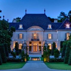 Crespi Hicks Estate Home For Sale Previously, in Preston Hollow Neighborhood, Dallas, Texas, Designed by Architect Maurice Fatio and Designer Peter Marino Perfectly Sited on the Largest Estate Property is Considered the Finest Estate Home in America French Chateau Homes, French Homes, Modern Architects, Expensive Houses, Porches, Home Living, Luxury Living, Interior Exterior, Estate Homes