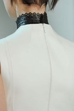 Laser cut leather collar - structured white leather dress with a glimpse of contrasting black; fashion details // Derek Lam fw12