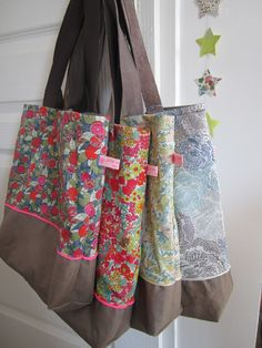 These would look great using Liberty fabrics, or Rowan fabric type designs Sewing Hacks, Sewing Tutorials, Sewing Projects, Sewing Patterns, Liberty Of London Fabric, Liberty Fabric, Lawn Fabric, Fabric Bags, Patchwork Bags