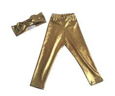 Coleção Happy Anna 2015 <br>Sua bebê fazendo da felicidade um estilo de vida!!!! <br> <br>Kit Glam - legging com turbante feito tecido cirrê dourado imita couro . <br> <br>Feito por encomenda nos tamanhos: RN, 3, 6, 12, 1, 2 <br>Molde tamanhos padrão. <br>Caso reste alguma dúvida, entre em contato antes de realizar a compra.