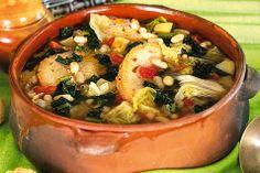 Ribollita: Cavolo Nero , Verza, pomodori , carote , patate , olio , cipolle , fagioli , porri, sedano , pane , bietole e pepe. Delicious !!!