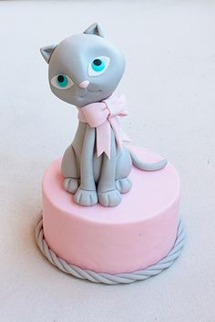 Fondant Cat Cake Topper Step-by-Step Tutorial: Cat Cake Topper, Fondant Toppers, Fondant Figures Tutorial, Cake Tutorial, Cake Decorating Techniques, Cake Decorating Tutorials, Fondant Animals, Animal Cakes, Fondant Decorations
