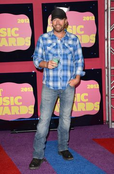 Toby Keith w/drink in hand arriving at the 2012 CMT Music Awards