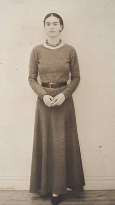 vintage everyday: 21 Rare Photos of Frida Kahlo Taken in the 1920s