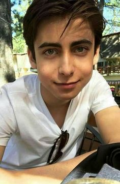Ideal Boyfriend, Future Boyfriend, Funny Umbrella, Dont Call Me, Lin Manuel Miranda, Books For Boys, Hot Actors, Cute Celebrities, Celebs