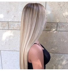 The 74 Hottest Blonde Hair Looks to Copy This Summer Blonde Hair Shades, Light Blonde Hair, Blonde Hair Looks, Blonde Hair With Highlights, Brown Blonde Hair, Light Hair, Hair Color Balayage, Blonde Balayage, Beach Blonde Hair