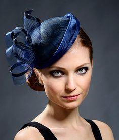 369ca35123ad2 Articles similaires à Tambourin élégant bleu marine pour les mariages,  Ascot, Derby, les soirées cocktail, église etc.-nouveau style ! sur Etsy