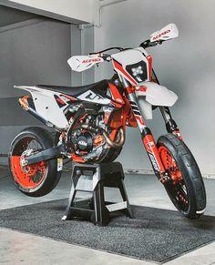 Ktm Dirt Bikes, Cool Dirt Bikes, Ktm Motorcycles, Ktm 125, Honda Supermoto, Supermoto Wheels, Motorcross Bike, Bobber Motorcycle, Moto Cross Ktm