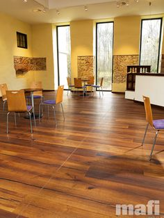 Tiger OAK black Oak wood with consistent colouring resulting from special heat treatment (without chemical additives). Oak plank in 3-layer construction with small bevel on long side and approx. 3,5mm top layer, with approx. 4 mm backing in the samewood and middle layer conifer. Tongue and groove on all sides for easy installation.