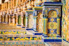 A belíssima azulejaria da Praça de Espanha, na cidade de Sevilha. Foto: Shutterstock/el lobo.