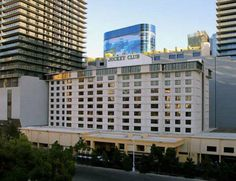 Penthouses at Jockey Club Las Vegas (Nevada) Offering a garden, Penthouses at Jockey Club offers accommodation in Las Vegas. There is a games room on site and guests can enjoy the on-site bar. Crystals Shopping Center is 200 metres away.