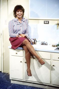 photo cute Erin Moran sitting on bathroom sink Classic Tv, Classic Beauty, Joanie And Chachi, Happy Days Tv Show, Erin Moran, Laverne & Shirley, Pantyhose Legs, Nylons Heels, Transgender Girls