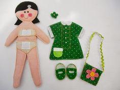 QUEM NUNCA BRINCOU! Quando eu era pequena adorava brincar com aquelas bonequinhas de papel, trocar suas roupas, sapat... Flamingo, Quilts, Christmas Ornaments, Holiday Decor, Play, Felt Doll House, Paper Dolls Clothing, How To Make Doll, Felt Dolls