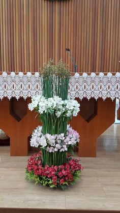 Funeral Flower Arrangements, Funeral Flowers, Floral Arrangements, Big Vases, Arte Floral, Kirchen, Flower Vases, Floral Design, Floral Wreath