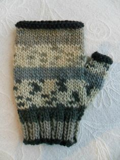 Mitaines Knitting Stitches, Fingerless Gloves, Mittens, Projects To Try, Blog, Lily, Cardigans, Outfits, Gloves