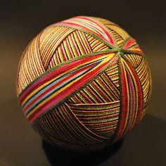 Cultura Inquieta - Una anciana de 92 años ha bordado una asombrosa colección de bolas temari japonesas tradicionales