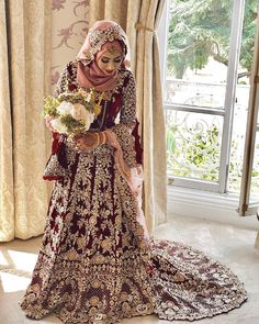 Beautiful Hijabi Bride / We had many conversations over the phone and I had to turn down as she was from Birmingham. She really wanted me to make her… Asian Wedding Dress Pakistani, Hijabi Wedding, Muslim Brides, Muslim Dress, Pakistani Wedding Dresses, Wedding Lehanga, Indian Bridal, Bridal Hijab Styles, Bridal Makeover