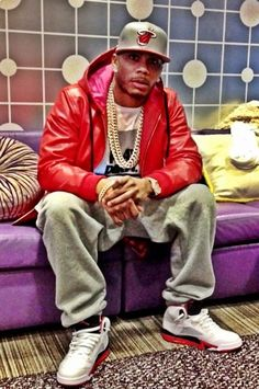 Nelly Rocks A $550 PRSVR R.E.D. October Hoodie; New Album 'M.O.' Flops- http://getmybuzzup.com/wp-content/uploads/2013/10/198737-thumb.png- http://getmybuzzup.com/nelly-rocks-a-550-prsvr-r-e-d-october-hoodie-new-album-m-o-flops/-  Nelly Rocks A $550 PRSVR R.E.D. October Hoodie By Don Bleek Rapper Nelly was in NYC for a week-long promo tour to promote his new album, M.O. The album is basically a flop! M.O. is expected to move only 12k-15k in its first week. Is Republic Rec