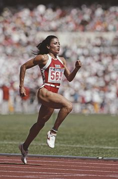 Olympic gold medallist Florence Griffith-Joyner during a training run... Foto jornalística - Getty Images Workout Posters, Fitness Posters, Flo Jo, Summer Olympics, Olympic Games, Florence, Black Women, United States, Train