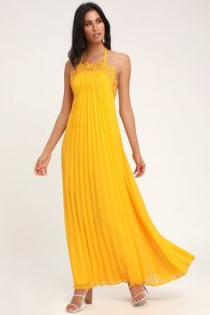Vacay mode officially begins when you slip into the breezy Lulus Encinitas Golden Yellow Lace Pleated Halter Maxi Dress! A tying halter neckline tops this maxi. Yellow Maxi Dress, Halter Maxi Dresses, Lace Maxi, Lace Dress, Linen Dresses, Women's Dresses, Fashion Dresses, Trendy Dresses, Casual Dresses