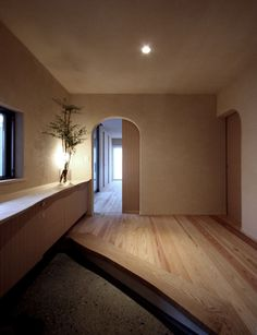 Are you looking to brighten up a dull room and searching for interior design tips? One great way to help you liven up a room is by painting and giving it a whole new look. Japanese Interior Design, Modern Interior, Interior Architecture, Casa Milano, Entry Hallway, Foyer, House Entrance, Japanese House, Architect Design
