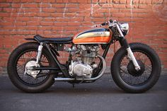 Sweet Honda cb450 cafe racer. I need to figure out how to make a seat like that.