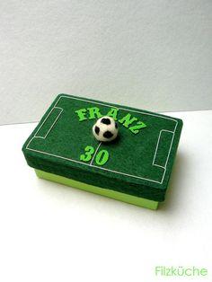 Geschenke für Männer - Geburtstag Geschenke Box Fussball Fan - ein Designerstück von filz-kueche bei DaWanda