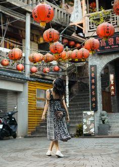Jiufen, Taiwan / A Real Life Spirited Away Taipei Travel, Japan Travel, Travel Pose, Travel Photos, Taiwan Night Market, Travel Photography, Street Photography, Fashion Photography, Travel Baby Showers