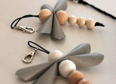 Käsin väkerrettyä: Heijastusta Crafts To Do, Hobbies And Crafts, Bead Crafts, Dragon Fly Craft, Braided Rag Rugs, Essential Oil Jewelry, Bead Jewellery, Leather Accessories, Wooden Beads