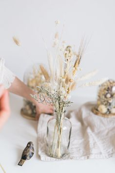 Dried Flowers Bouquet Luxury Wedding Gifts Special Wedding Gifts Diy Wedding Centerpieces On A Budget Flower Centerpieces, Flower Vases, Wedding Centerpieces, Wedding Table, Wedding Decorations, Grass Centerpiece, Gift Flowers, Dry Flowers, Diy Wedding