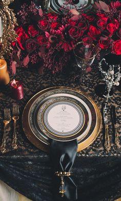 50 Inspiring Halloween Wedding Decor Ideas - Decoration For Home Gothic Wedding, Red Wedding, Fall Wedding, Baroque Wedding, Medieval Wedding, Wedding Flowers, Wedding Beauty, Wedding Bride, Halloween Elegante