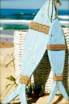Estilo mediterrânico Coastal Style, Coastal Living, Coastal Decor, Arte Pallet, Pallet Art, Lake Decor, Wooden Fish, Driftwood Crafts, Driftwood Fish