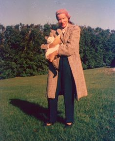 Little Edie holding one of her favorite cats in the front yard of Grey Gardens in the 1960s....