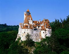 Dracula's Castle, located in Romania, is one of the most famous castles in the world. Its proper name is Bran Castle and is the former home of Vlad the Impaler who lived there in the Beautiful Castles, Beautiful Places, Beautiful Homes, Amazing Places, Draculas Castle Romania, Bran Castle Romania, Romanian Castles, Graf Dracula, Billionaire Homes