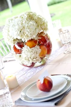 Peaches and hydrangeas for centerpieces!  These are so cute and you could use any type of fruit you wanted (think apples, oranges, limes, or lemons)