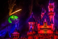 Disneyland has announced that the Halloween Screams fireworks and projection show will run almost nightly for all Disneyland guests this spooky season. Halloween Time At Disneyland, Disney Halloween Parties, Halloween Magic, Halloween Season, Halloween Themes, Disneyland Park Tickets, Parc Disneyland Paris, Disneyland Resort, Disney Account